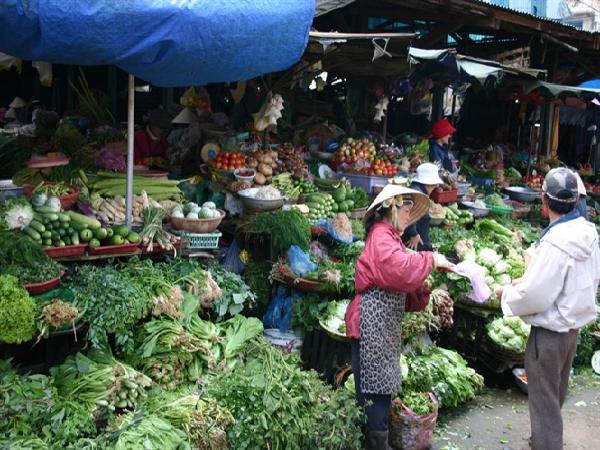 Giá rau một số tỉnh phía Nam tăng 3 - 4 lần