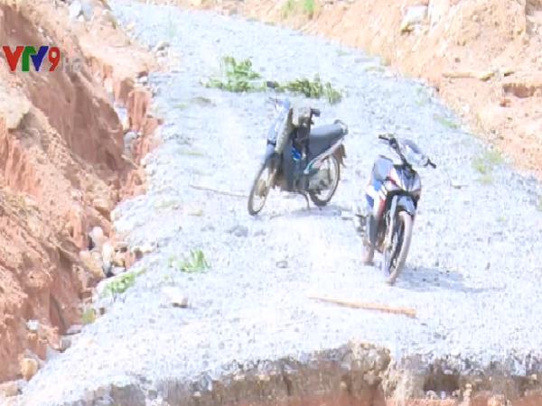 Nhiều hộ dân tại Bình Định vẫn bị chia cắt sau cơn bão số 12