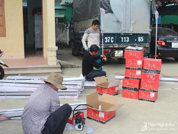 Nông hộ diện nghèo được hỗ trợ các loại máy phục vụ sản xuất