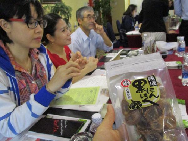 Táo, thịt bò, tỏi đen Nhật giá cao ngất ngưởng đến cạnh tranh với nông sản Việt Nam