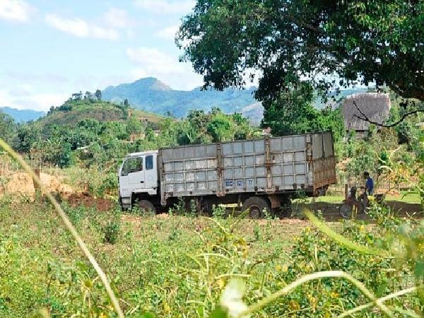 Trưởng thôn nói gì về việc lập trạm thu phí xe mua nông sản 300.000đ/lượt?