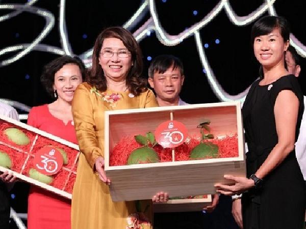 Lần đầu tiên một cặp bưởi da xanh Việt Nam có giá 120 triệu đồng