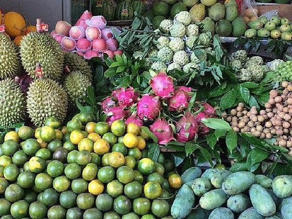 Giáp Tết, trái cây ồ ạt tăng giá, thương lái bao mua tận vườn