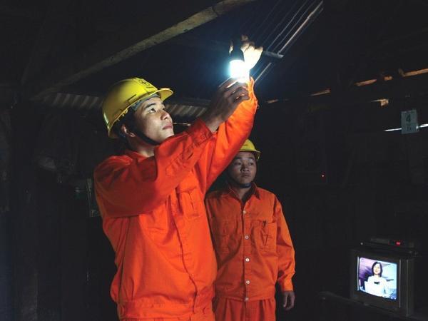 Bộ Công Thương gấp rút triển khai giảm giá điện 3 tháng do dịch Covid-19