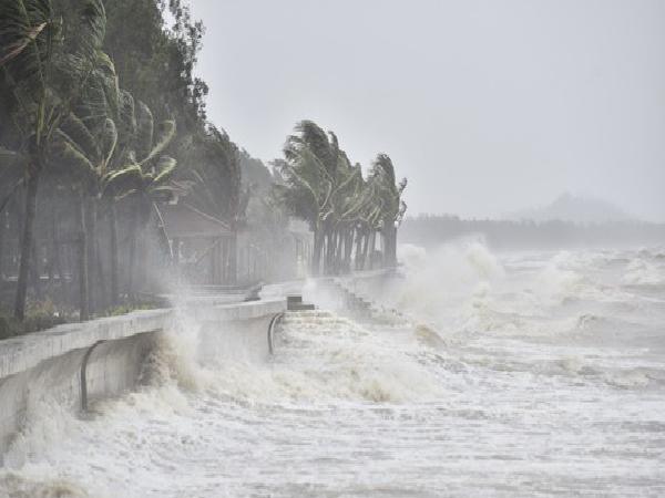 Cuối tuần này, có khả năng miền Trung đón bão
