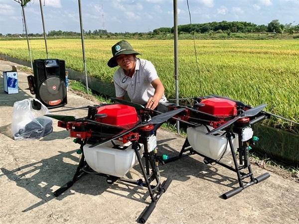 Máy bay phun thuốc BVTV đầu tiên do Việt Nam sản xuất