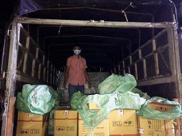 Bắt khẩn cấp 2 đối tượng tiêu thụ hàng nghìn chai thuốc BVTV trái phép