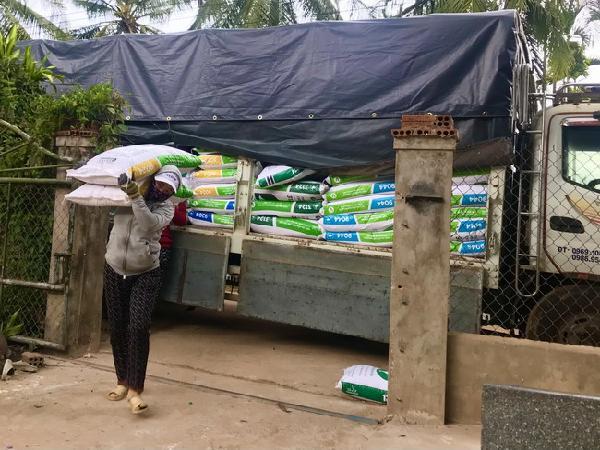 Choáng váng với giá thức ăn chăn nuôi tăng phi mã, có loại đến 4.000 đồng/kg
