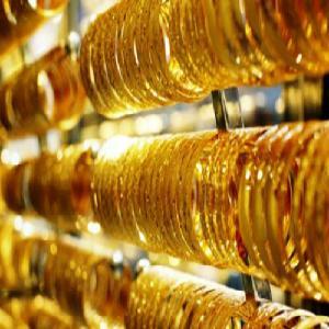 Giá vàng trong nước leo thang, tăng 200.000 - 250.000 đồng/lượng so với hôm qua.