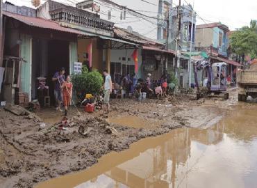 Nước sinh hoạt nhiễm bẩn sau mưa lũ: Mách bạn cách khử trùng